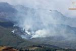 Si placano i roghi nel catanese: bruciati almeno 30 ettari