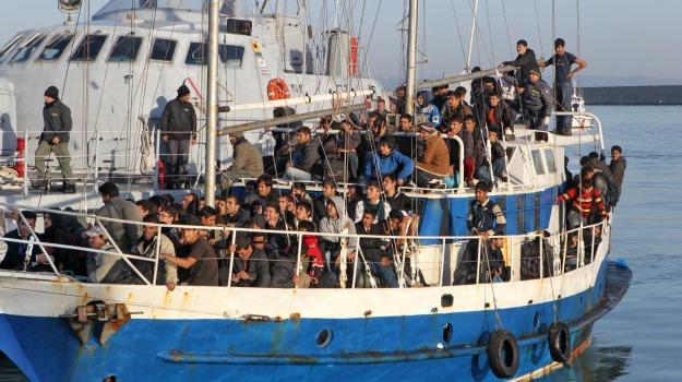 migranti, sbarchi tunisia-italia, Sicilia, Mondo