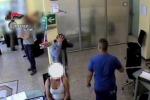 Rapina in banca fallita a Cinisi, ecco le fasi riprese dalle telecamere - Video