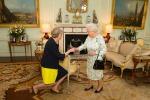 Theresa May premier a Downing Street, l'eccentrico Johnson agli Esteri