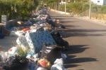 Tonnellate di rifiuti per strada in Sicilia Rabbia dei sindaci, appello a Mattarella