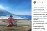I bikini di Anna Tatangelo: selfie in barca sotto il sole di Stromboli - Foto