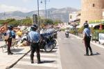 I controlli dei carabinieri a Mondello