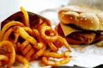 """Cibo """"spazzatura"""" e zuccheri, a rischio il fegato dei bambini"""