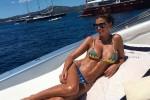 Claudia Galanti, ultimi giorni di vacanza tra nuovi scatti sexy e liti con l'ex