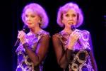 """Le gemelle Kessler compiono 80 anni: """"Dalla vita abbiamo avuto tutto"""""""