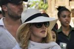Madonna compie 58 anni e festeggia a Cuba: le foto della star fra le strade de L'Avana