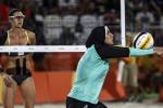 Sfida tra culture a Rio: in campo l'egiziana Doa gioca col velo - Foto