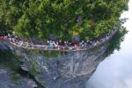 Sospesa a 1400 metri di altezza: in Cina una passerella... da brividi