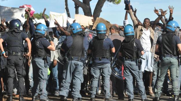 immigrazione, scontri Ventimiglia, Sicilia, Cronaca, Migranti e orrori