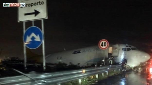 aereo fuori pista, aeroporto di Bergamo, Orio al Serio, Sicilia, Cronaca
