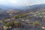 Enna, riserva in fiamme da due giorni Case evacuate e distrutte dal fuoco