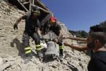 Ancora paura nei luoghi del sisma Nuove scosse e crolli ad Amatrice I morti sono 290, 10 i dispersi