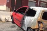 Paura a Brancaccio, auto danneggiate dalle fiamme - Video