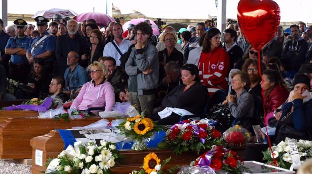 funerali amatrice, sisma, Sicilia, Cronaca