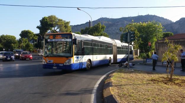 bus, incidente, scooter, Palermo, Cronaca