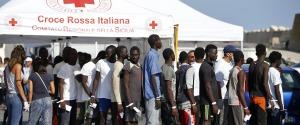 """Migranti, la denuncia del sindaco di Pozzallo: """"Tentativo di rivolta all'hotspot"""""""