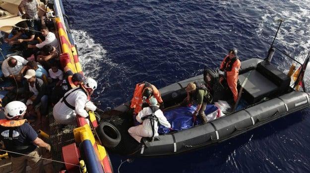 Barconi, immigrazione, migranti, sbarchi, Sicilia, Migranti e orrori