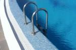 L'utilizzo della piscina a Siracusa, scoppia la polemica sugli orari