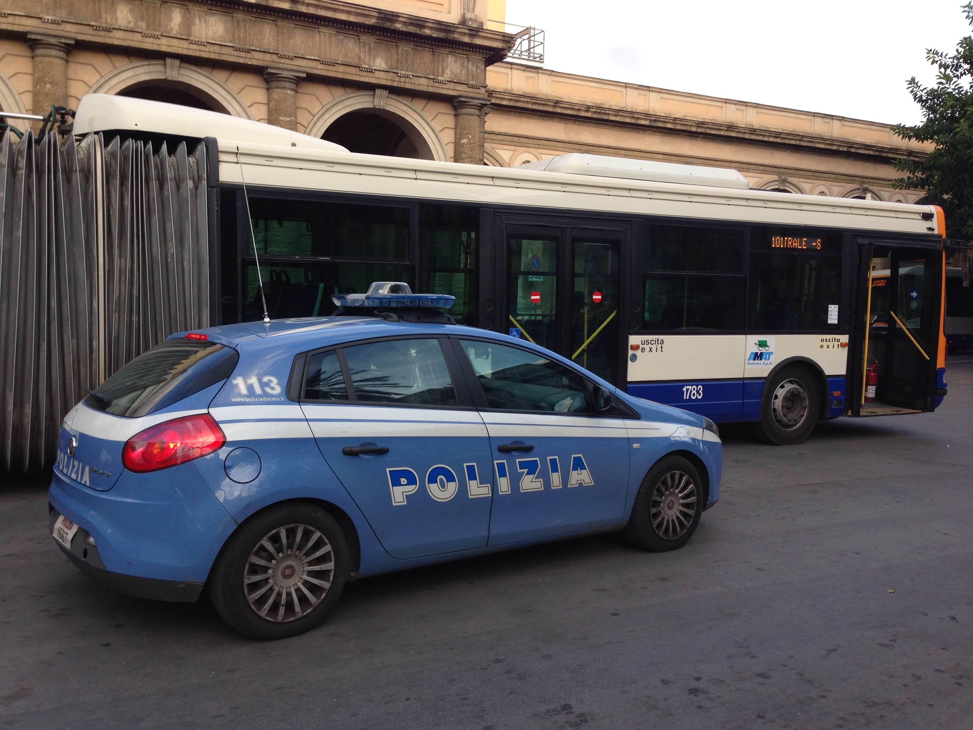 Furti sulle linee 101 e 806 del bus: arrestati due borseggiatori