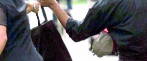 Scippa un'anziana a Pozzallo, arrestato romeno di 16 anni