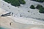 Velisti naufragano in Micronesia, si salvano grazie a Sos sulla sabbia