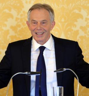 Tony Blair sbarca a Lipari, ospite di un industriale torinese