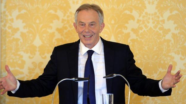 Isole Eolie, lipari, Tony Blair, Messina, Società
