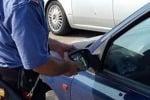 Truffa dello specchietto ad un poliziotto in viale Papale a Catania, scattano due denunce