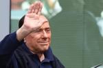Berlusconi scherza su Renzi: se avesse fatto il presentatore tv lo avrei preso