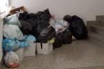 Allarme igiene al Tribunale di Enna: rifiuti ammassati ovunque - Foto
