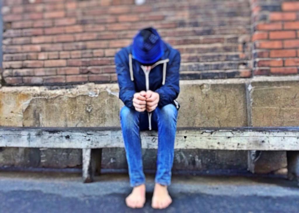 Stanco di subire atti di bullismo, 13enne denuncia su app