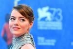 Emma Stone ai giovani: basta con il cinismo, sognate