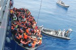 Sbarcano 340 migranti a Pozzallo, tra loro una settantina di minori