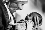 Madre Teresa, una vita dedicata agli altri: la sua storia in 50 foto