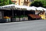 A Caltanissetta trasporto di frutta e verdura con auto elettriche comunali