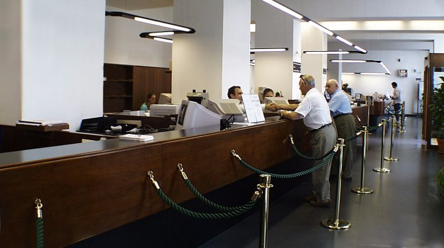 Robot in banca, Sicilia, Economia