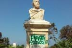 """Vandali a Marsala, sul busto di Garibaldi spunta la scritta """"pirata assassino"""""""