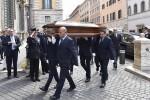 Fiori e lacrime alla camera ardente, l'Italia rende omaggio a Ciampi