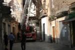 Palermo, crollo in una vecchia palazzina. Gente in strada e paura: non ci sono feriti