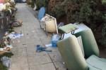 Rifiuti ingombranti e cassonetti stracolmi: strade sporche all'Arenella - Foto