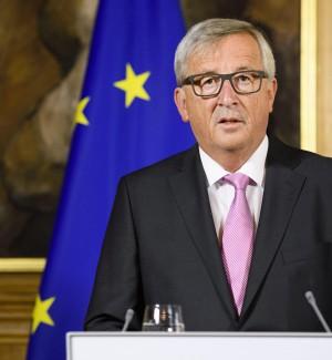 """Juncker: """"Temo governo non operativo in Italia"""", poi il dietrofront. Gentiloni: """"Ha chiarito"""""""