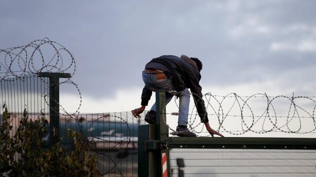 great wall, londra, muro migranti, Sicilia, Migranti e orrori, Mondo