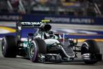 Gp Singapore, Rosberg cala il tris e va in testa al mondiale
