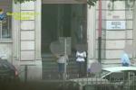 Assenteismo a Siracusa, le immagini dei dipendenti che fanno shopping - Video