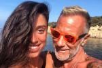 """La fidanzata di Gianluca Vacchi: """"L'ho sedotto in jeans e maglietta"""" - Foto"""