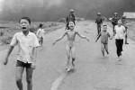 Facebook censura la foto della bimba vietnamita nuda, poi il dietrofront