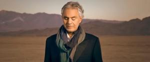 """Dimesso Andrea Bocelli dopo la caduta da cavallo, il tenore sui social: """"Ora sto bene"""""""