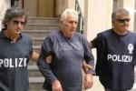 Molotov a Palermo, l'uscita dalla questura del presunto complice - Video