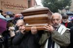 Il giorno dell'addio, a Milano piazza Duomo gremita per i funerali di Dario Fo - Foto